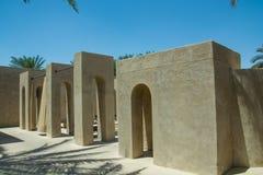 在豪华阿拉伯沙漠手段的拱道大厦 免版税库存图片