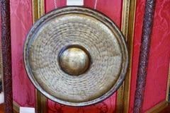 在豪宅的一个铜锣 免版税库存图片