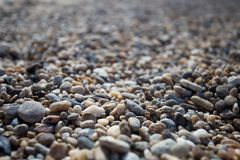 在贝加尔湖岸的石海滩  免版税库存图片