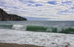 在贝加尔湖的波浪 库存照片