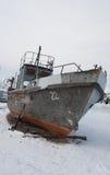 在贝加尔湖的被中断的船 免版税图库摄影