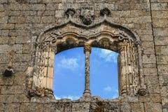 在贝尔蒙特城堡,葡萄牙的Manueline式窗架 图库摄影