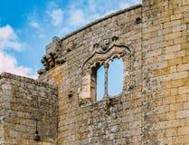 在贝尔蒙特城堡,葡萄牙的Manueline式窗架 免版税库存图片