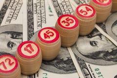 在货币的木小桶 免版税库存照片