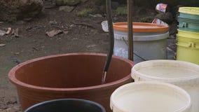 在贫民窟,科纳克里,几内亚的最低水位压力 股票录像