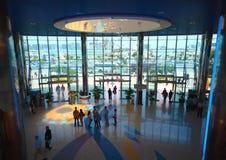 在购物中心海滨广场购物里面的中心&# 图库摄影