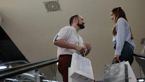 在购物中心的自动扶梯 股票视频