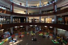 在购物中心里面的迪拜 免版税库存图片