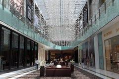 在购物中心里面的迪拜 库存照片