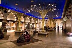 在购物中心souq里面的迪拜金子 库存图片
