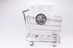 在购物车的洗衣机 库存图片