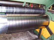在贮存区的被冷轧的钢卷在钢铁工业植物中 库存照片