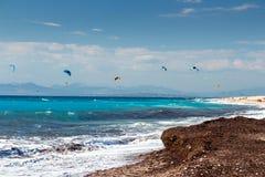 在贴水Nikita海滩,莱夫卡斯州海岛,希腊的Kiteboarding, - 5 库存照片