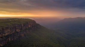 在贾米森谷蓝山山脉的日出 库存照片
