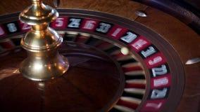 在赌博娱乐场转动的轮盘赌 影视素材
