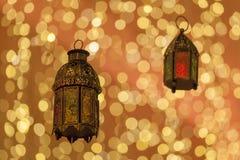 在赖买丹月点燃的传统阿拉伯灯笼 免版税图库摄影