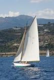 在赛船会期间的古老帆船在Panerai经典之作Yac 库存照片