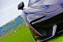 在赛马跑道的法拉利458 Speciale Supercar 免版税库存照片