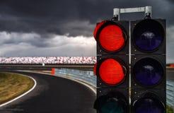 在赛马跑道的红绿灯 免版税库存照片