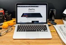 在赞成ipad和App的WWDC最新的公告的苹果电脑 库存照片