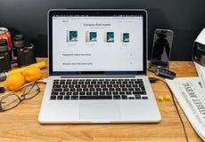 在赞成ipad的WWDC最新的公告的苹果电脑比较 免版税库存照片