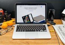 在赞成iPad的WWDC最新的公告的苹果电脑 库存照片