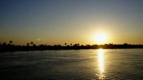 在赞比西河的壮观的日落 免版税库存照片