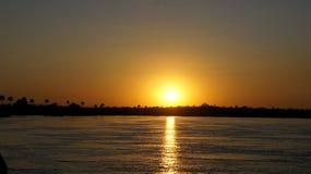 在赞比西河的壮观的日落 库存照片