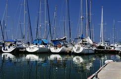 在赫兹里亚小游艇船坞的游艇 库存图片