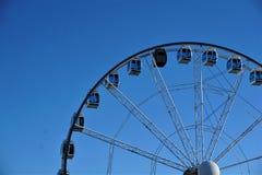 在赫尔辛基察觉的天空蔚蓝前面的弗累斯大转轮 库存图片