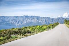 在赫瓦尔岛海岛,克罗地亚上的空的路 免版税库存图片
