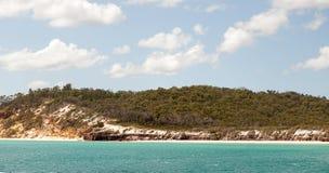 在赫维湾澳大利亚附近的接近的弗雷泽岛 免版税库存照片