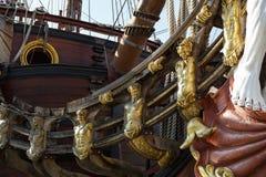 在赫诺瓦市口岸的西班牙galleon战舰复制品  库存图片