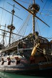在赫诺瓦市口岸的西班牙galleon战舰复制品  图库摄影