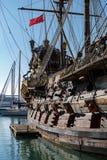 在赫诺瓦市口岸的西班牙galleon战舰复制品  免版税库存图片