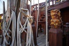 在赫诺瓦市口岸的西班牙galleon战舰复制品  免版税库存照片