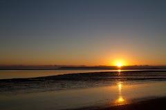 在赫维海湾,昆士兰的Urangan日出 库存图片