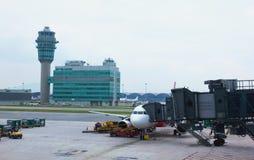 在走道的看法活动在香港机场 库存图片