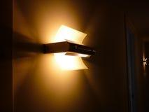 在走廊设计在墙壁的灯 免版税库存图片