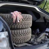 在起动的肮脏的轮胎 免版税库存图片