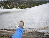 在起动的脚在雪 库存图片