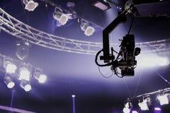 在起重机的照相机纪录在阶段娱乐业 免版税图库摄影