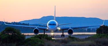 在起飞之前的飞机 免版税库存图片