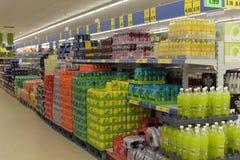 在超级市场的饮料 图库摄影
