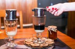在越南语的咖啡用浓缩牛奶 免版税库存照片