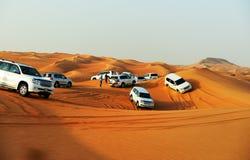 在越野汽车的迪拜沙漠行程 库存照片