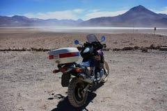 在越野轨道的摩托车 免版税库存图片