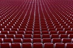 在足球场的椅子 免版税图库摄影