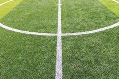 在足球场的空白线路 免版税图库摄影