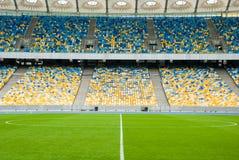 在足球比赛前的空的soccerl体育场 图库摄影